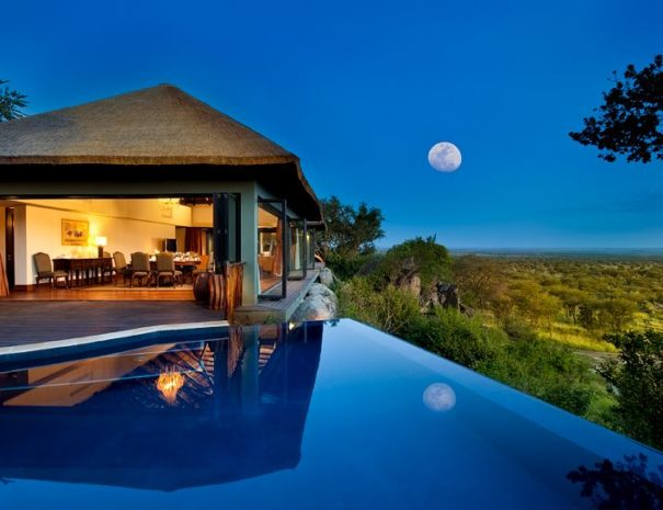 Presidental Villa Pool Moon | African Safari